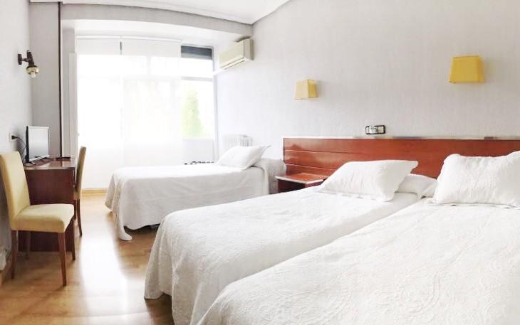 Habitación triple en Hostal La Parrilla (Tudela, Navarra)