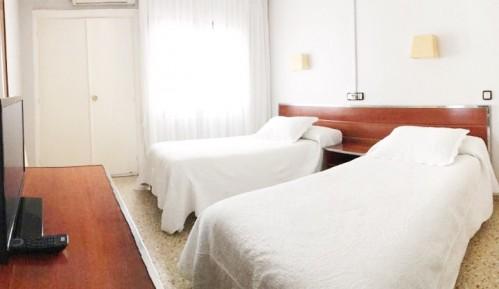 Habitación doble con dos camas en Hostal La Parrilla (Tudela, Navarra)