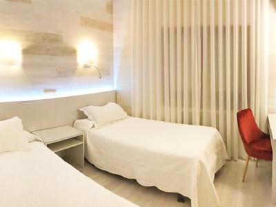 Habitación con dos camas en La Parrilla, Tudela